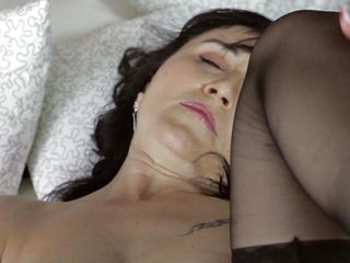brunette hot masturbation mature