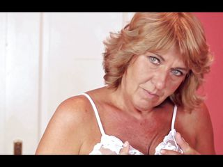 agneta big blonde fingering