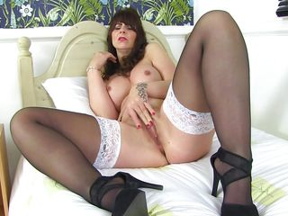 brunette fingering has heels